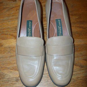 EUC Size 7.5 Tan Easy Spirit Chunky Loafers Shoes